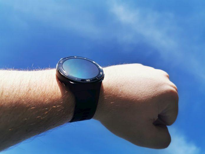 huawei watch gt 2e on wrist